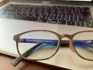 ブルーカットメガネとパソコン